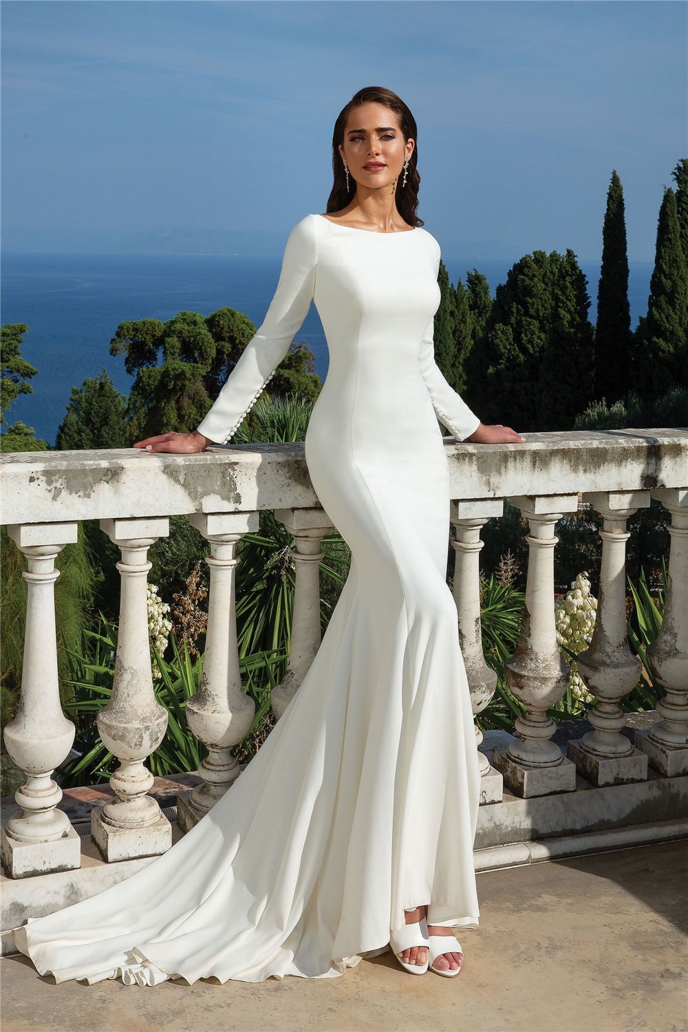 Glamorous White Satin Wedding Dress Plus Size Long Sleeves Backhole Simple Zipper Up With Buttons Sheath Dropped Bridal Dresses