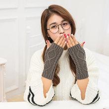 Вязаные длинные перчатки для женщин теплые зимние с вышивкой