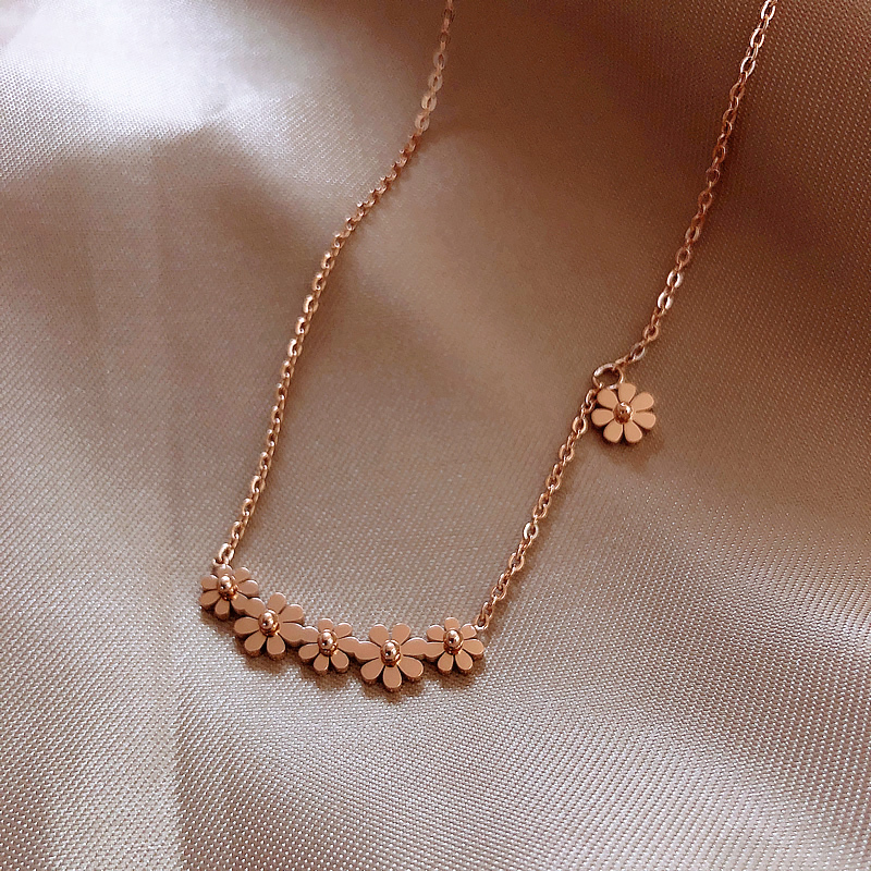 2020 Korean new design fashion jewelry titanium steel daisy pendant sexy elegant female clavicle necklace