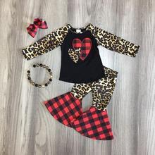 Одежда для маленьких девочек Одежда для девочек v-day Леопардовый топ с сердечками и расклешенные штаны эксклюзивная Одежда для девочек с аксессуарами