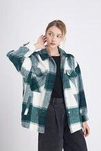 Женская винтажная клетчатая куртка оверсайз с карманами и воротником