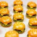 10 Teile/satz Mini Simulation Lebensmittel Hamburger Pretend Spielen Für Puppe Küche Spielzeug Puppenhaus Miniaturen Klassische Charms DIY Dekoration