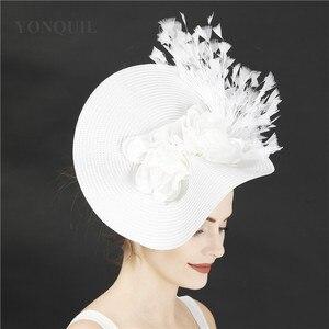 Image 4 - Imitação de palha grande derby fascinator chapéu agradável flor headpiece bandana com fantasia pena corrida acessórios para o cabelo clipe de cabelo