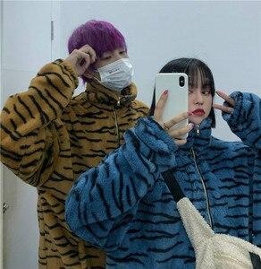 Harajuku ретро зимние теплые пальто для женщин модные плюшевые куртки на молнии с карманами 2020 полосатая парка с зеброй Верхняя одежда Пальто ...