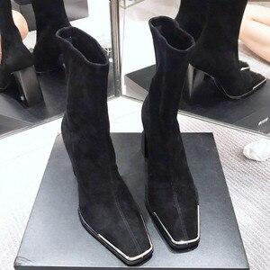 Image 2 - סלבריטאים נעלי אישה מגפי כיכר ראש גבוהה עקבים מתכת פאייטים שחור עור אלסטי קרסול מגפי 2019 חורף אופנה הנעלה