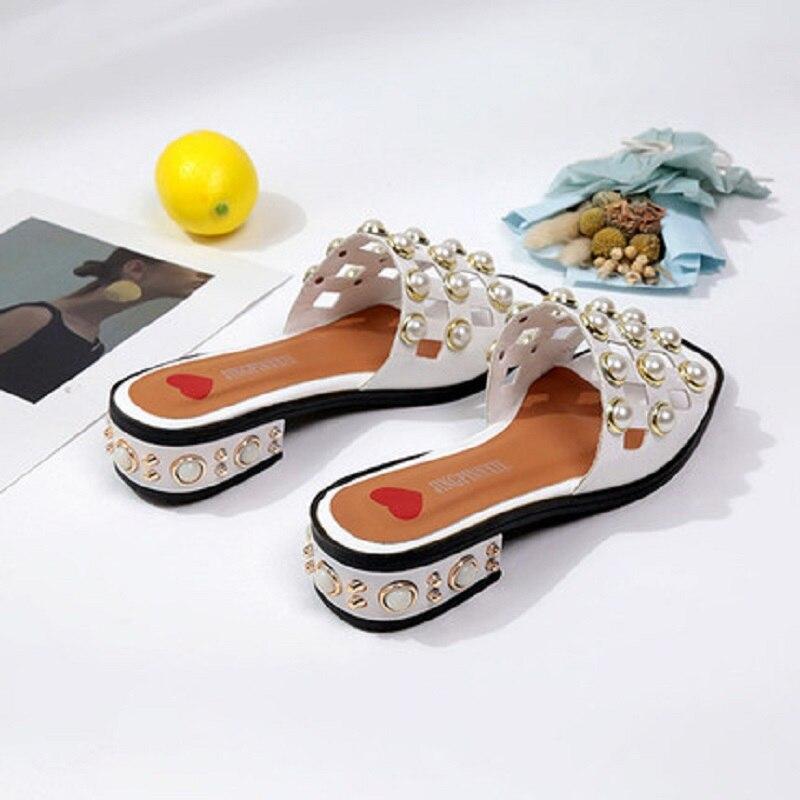 2020 sommer neue vielseitige mit perle damen, ein wort gezogen mit einen flachen boden tragen sandalen und hausschuhe