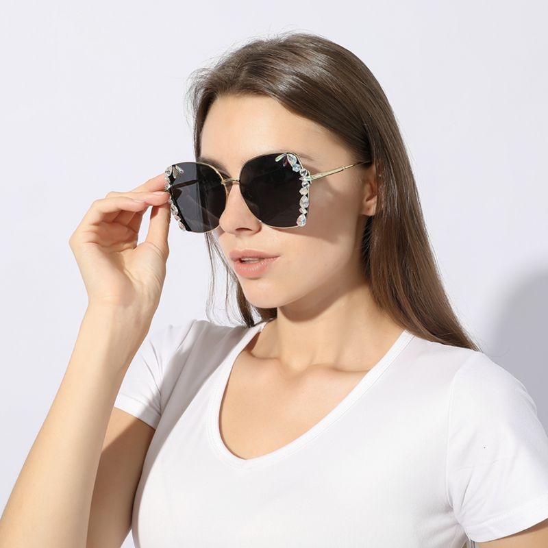 2019 Luxury Oversized Sunglasses Women Exquisite Crystal Sun Glasses Men Rhinestone Rimless Eyewear Vintage Shades Oculos