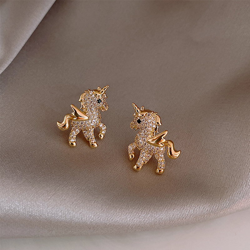 2020 New Fashion Cute Crystal Unicorn Stud Earring For Women Exquisite Small Ear Stud Animal Earrings Wedding Jewelry Gifts