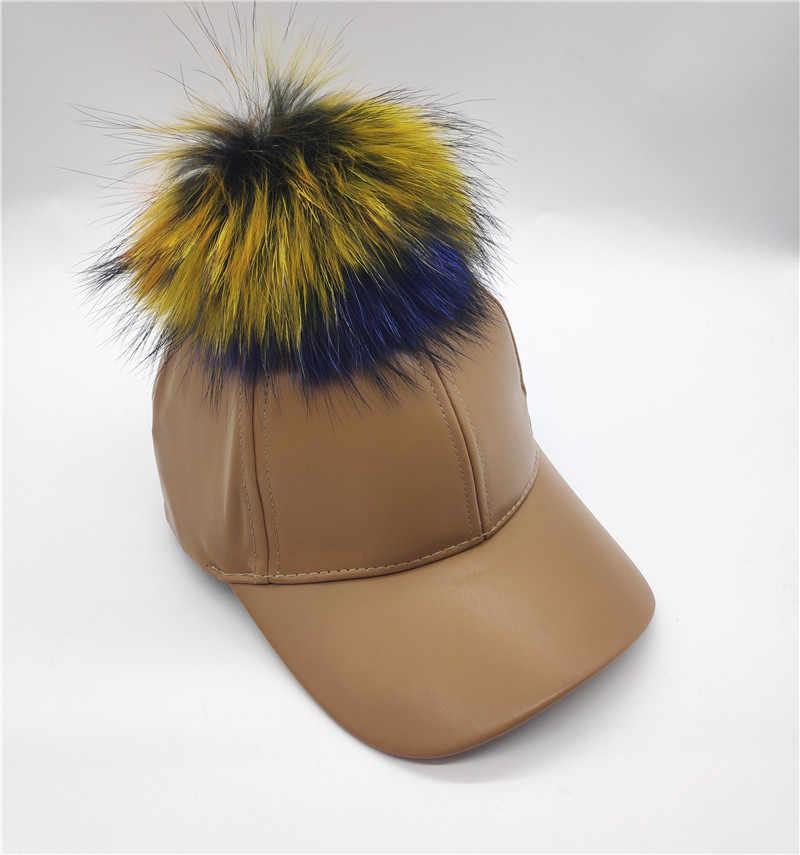 Yeni kadın çıkarılabilir gerçek gökkuşağı rakun kürk Pom pom Snapback şapka sonbahar yetişkin erkekler rahat suni deri beyzbol şapkası