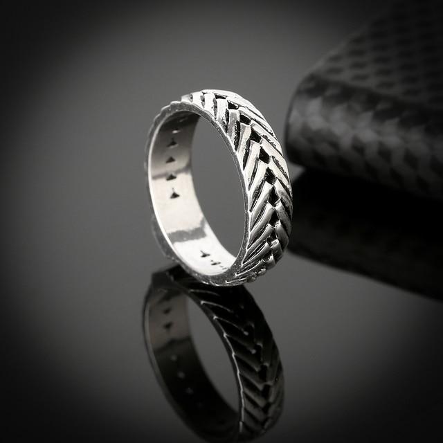 Фото мужское кольцо в стиле ретро