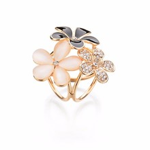 Gariton Real Shooting Rhinestone Brooch Women Tricyclic Scarf Clip Gold Color Fashion Three Flowers Pins