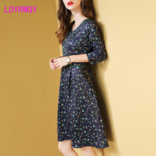 2019 autumn new European and American style womens cropped sleeves waist v-neck print dress