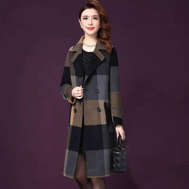 Plaid woolen coat female New Autumn Winter Women coats Double-breasted Ladies Cashmere coats Large size Middle age clothing B784