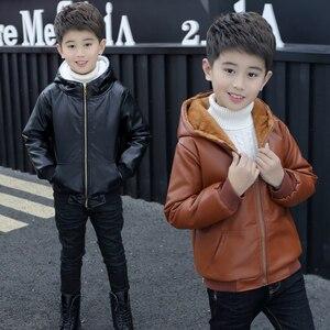 Image 2 - Chaqueta de piel con capucha para niños y niñas, chaqueta de cuero de motociclista con cremallera, forro polar cálido para invierno, prendas de vestir exteriores para adolescentes, 6, 9, 10, 11 y 12 años