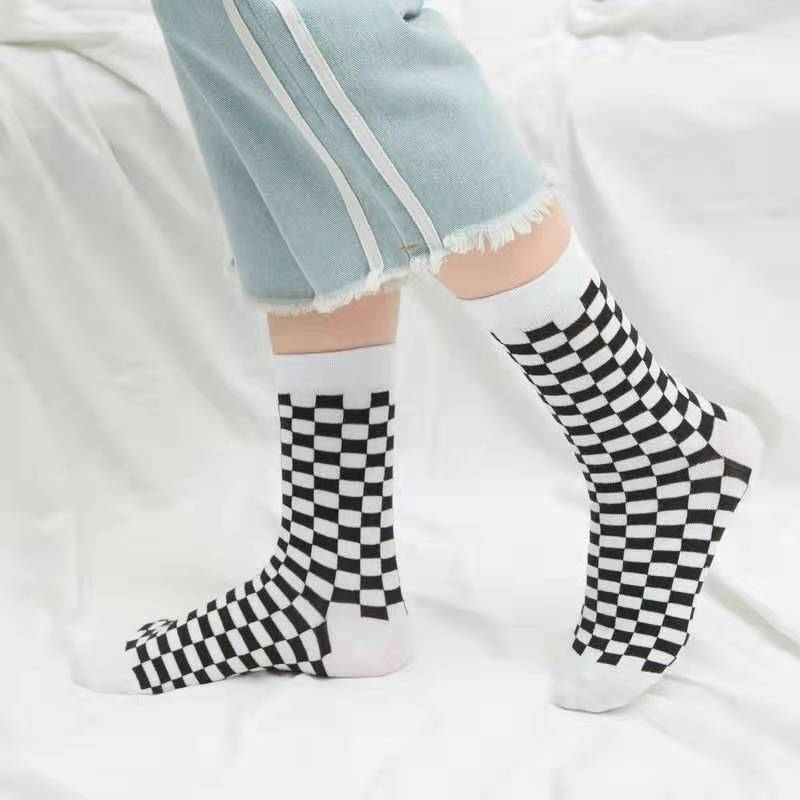 Socks Women Men Unisex Harajuku Black And White Squares Pattern Socks Novelty Streetwear Skateboard Funny Cotton Socks