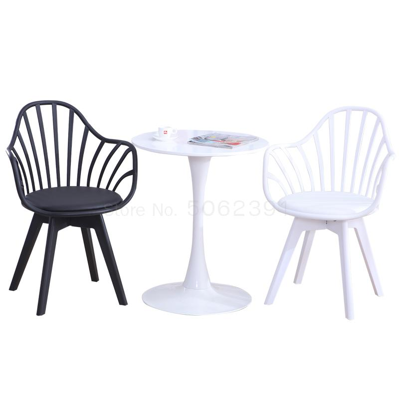 Negotiation Small Round Table Chair One