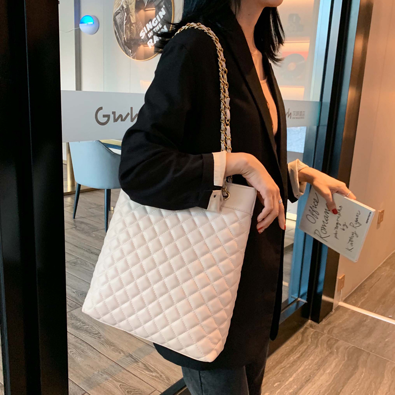 Classic Women Quilted Handbags Tote Bags Black Shoulder Bucket Bag Chains Strap Designer Big Handbags And Purses 2020 New Supply