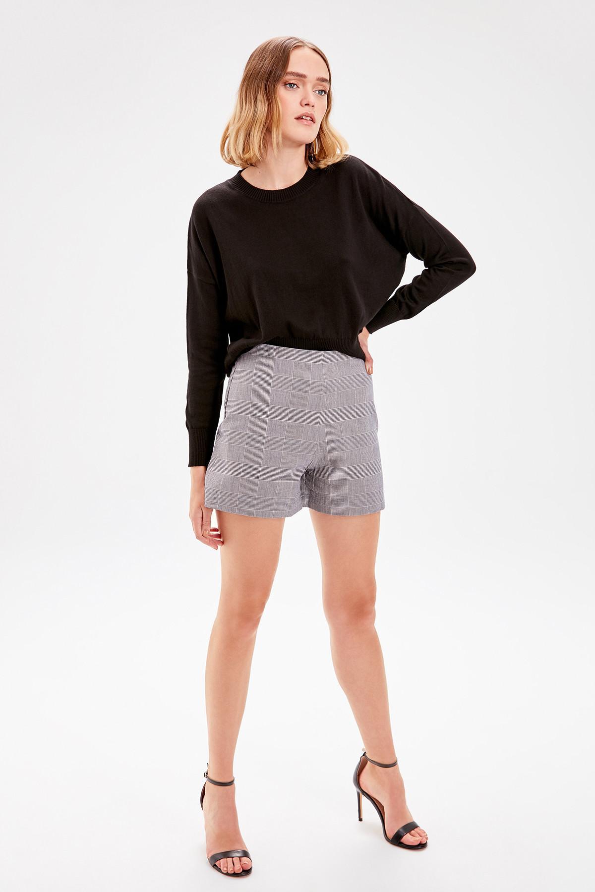 Trendyol Gray Plaid Shorts TWOAW20SR0027