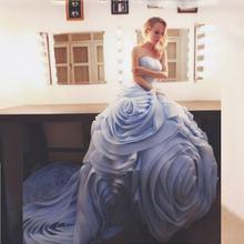 Женское вечернее платье со шлейфом синее бальное без бретелек