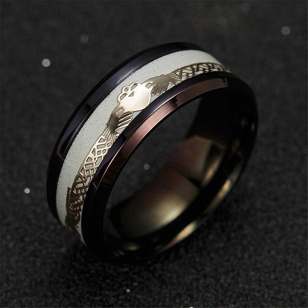 Clássico claddagh casal anéis luminosos com corações em ambas as mãos aço inoxidável fibra de carbono masculino e feminino anéis dar para fora luz
