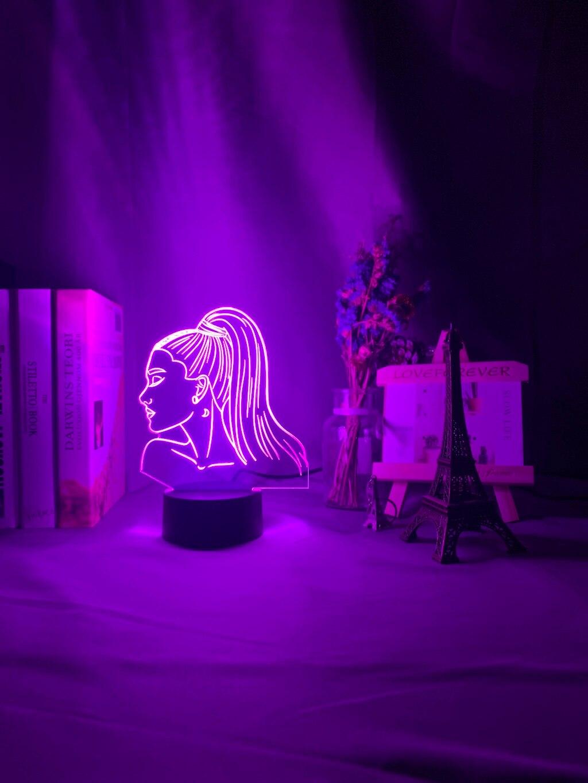 Hb654902841e34b7a8b08d2ab1f5b3aa9T Luminária Ariana Grande pop Luz noturna 3d, singer ariana, presente grande para ventiladores, decoração do quarto, luz led, sensor de toque, mudança de cor, lâmpada de mesa celebridade, celebridade