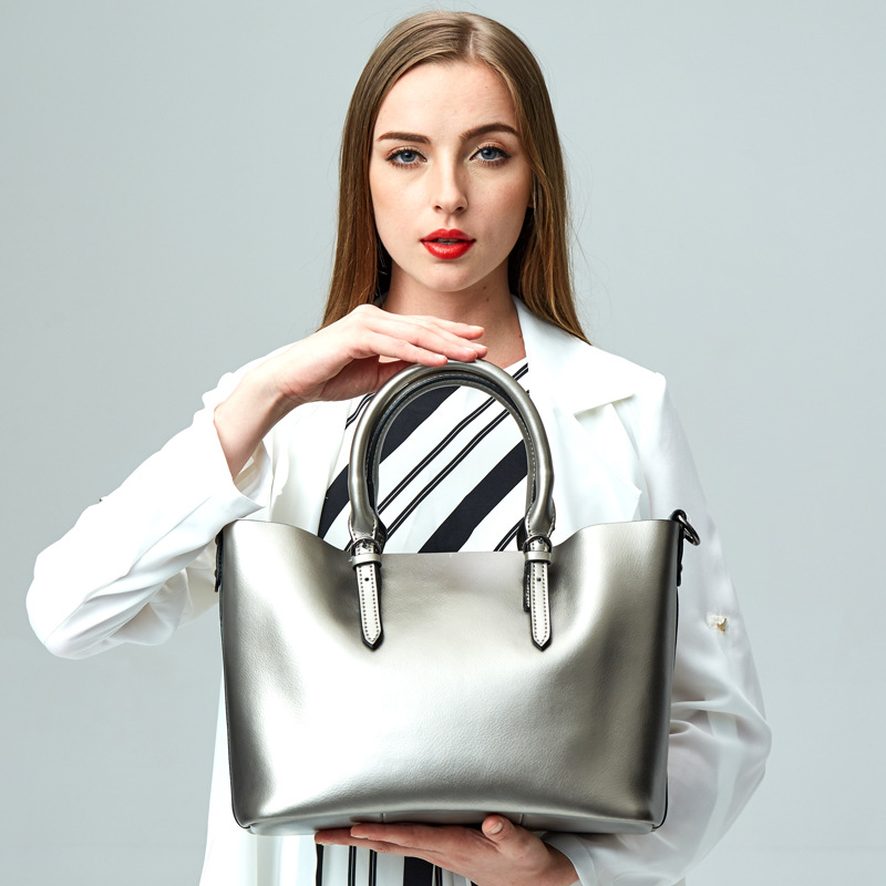 Image 2 - Silver Genuine Leather Shoulder Bags for Women 2019 High Quality Luxury Handbags Big Messenger Bag Tote Ladies Hand Bags Natural-in Shoulder Bags from Luggage & Bags