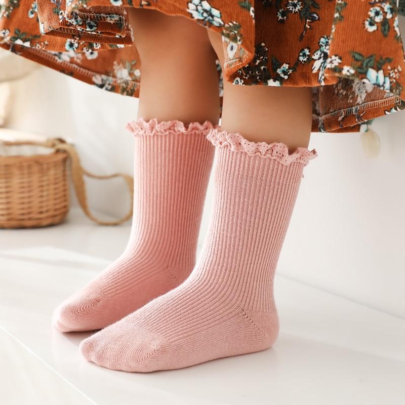 Новые носочки для девочки длинные кружевные носки с рюшами для девочек детские гольфы, детские мягкие хлопковые Socken детей От 0 до 5 лет милые ...
