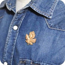 Fashion alloy creative maple leaf brooch Lady collar Coat shirt Gold silver pins Leaves enamel Gifts for women