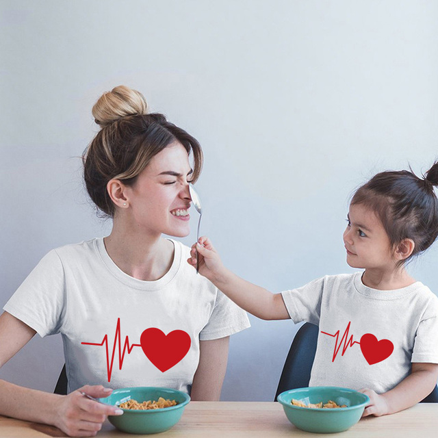 Bonita ropa familiar a juego, camiseta de mamá y yo 2