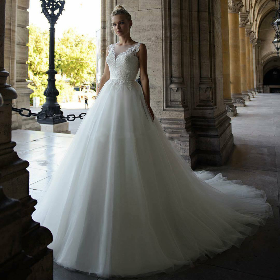 O-neck Neckline Beading Lace Applique Tulle Ball Gown Wedding Dress With Illusion Button Back Belt Chapel Train Bridal Dress