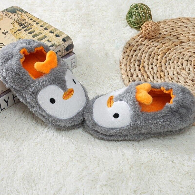Hb6862bfaac344b4693c488a2245a86ffJ Pantufa infantil de pelúcia para meninos e meninas, sapatos quentes de algodão para crianças, chinelos fofos e confortáveis de animais do inverno 2019