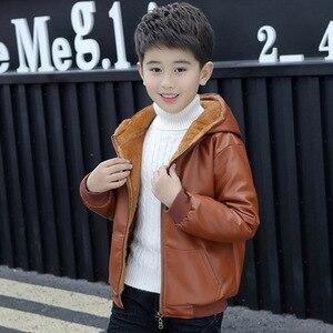 Image 3 - Chaqueta de piel con capucha para niños y niñas, chaqueta de cuero de motociclista con cremallera, forro polar cálido para invierno, prendas de vestir exteriores para adolescentes, 6, 9, 10, 11 y 12 años