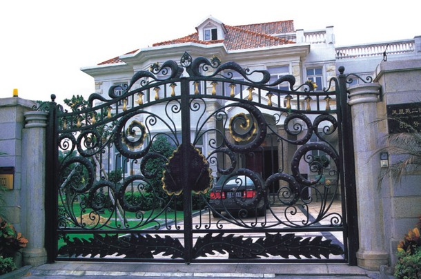Hench Shanghai Factory Wholesale Fancy Automatic Remote Control Driveway Wrought Iron Gates Hc-1