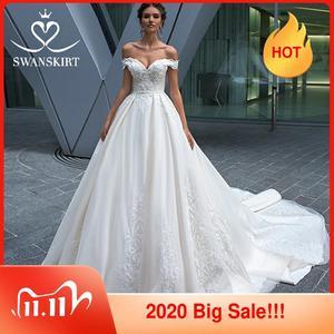 Image 1 - Vintage Perlen Spitze Hochzeit Kleid Appliques Off Schulter A Line Prinzessin Braut Kleid Gericht Zug Swanskirt F125 vestido de noiva