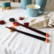 2PCS Japanese Style Chopstick Rack Design Spoon Holder Wooden Chopstick Rest for Hotel Decor (Random Pattern)