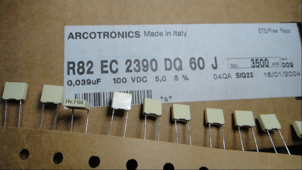 50pcs AV R82 Series 0.039uf/100V (39nf 393) New Film Capacitors Free Shipping