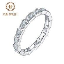 Женское кольцо из серебра 925 пробы с муассанитом