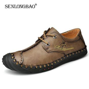 Modne męskie buty na co dzień ze skóry dwoiny oddychające męskie buty odkryte buty do jazdy samochodem płaskie buty męskie buty mokasyny buty rozmiar 38-48 tanie i dobre opinie SENLONGBAO Skóra Split RUBBER YH075970 Lace-up Pasuje prawda na wymiar weź swój normalny rozmiar Buty łodzi Stałe