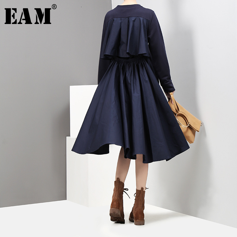 [EAM] Women Backless Hollow Out Pleated Temperament Dress New Round Neck Long Sleeve Loose Fit Fashion Spring Autumn 2020 1D753