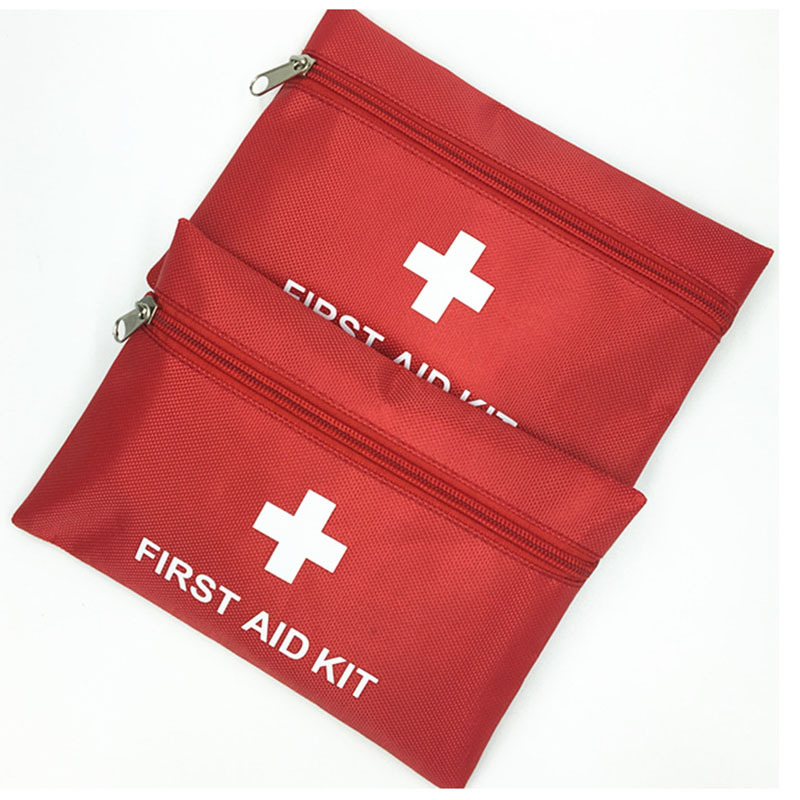 12 Pieces / Set Car First Aid Kit Family Travel Emergency Mini Waterproof PVC Oxford Material Portable First Aid Kit 20 * 14 Cm