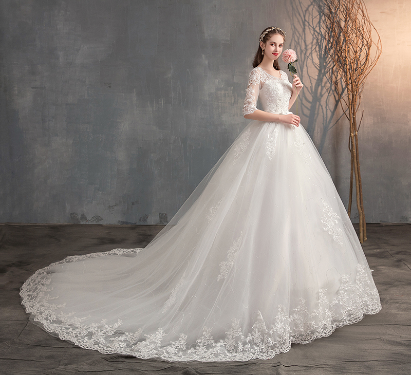 2019 Lace Embroidery Half Sleeve Wedding Dresses Long Train Wedding Gown V Neck Elegant Plus Size Vestido De Noiva