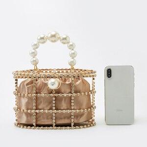 Image 4 - 진주 바구니 저녁 클러치 백 여성 2019 여름 할로우 다이아몬드 구슬 합금 금속 핸드백 여성 패션 파티
