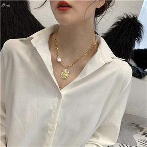 AOMU-2019-New-Design-Natural-Pearl-Necklace-Metal-Gold-Color-Necklace-Geometric-Oval-Necklace-Pendant-Fashion