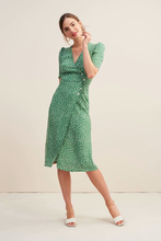 Hot 2019 autumn new French romantic literary temperament retro floral V-neck five-point sleeve One-piece mid-length dress