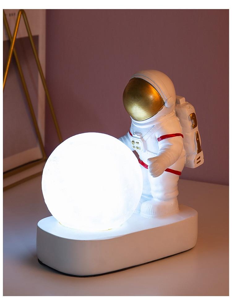 Купить ночник с астронавтом в скандинавском стиле декоративный настольный