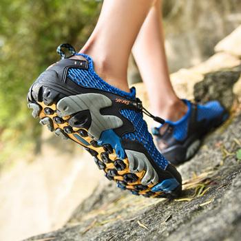 Męskie oddychające siatkowe letnie plażowe buty męskie do biegania Aqua Stream sportowe buty do biegania w terenie mężczyźni trening gimnastyczny buty marki Sneakers tanie i dobre opinie GOGORUNS CN (pochodzenie) LIFESTYLE Stabilność Hard court Zaawansowane Dla dorosłych Syntetyczny Średnie (b m) Niskie