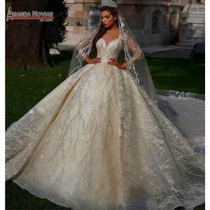 Image 1 - Потрясающее Свадебное платье с длинными рукавами и бисером 2020 Дубай