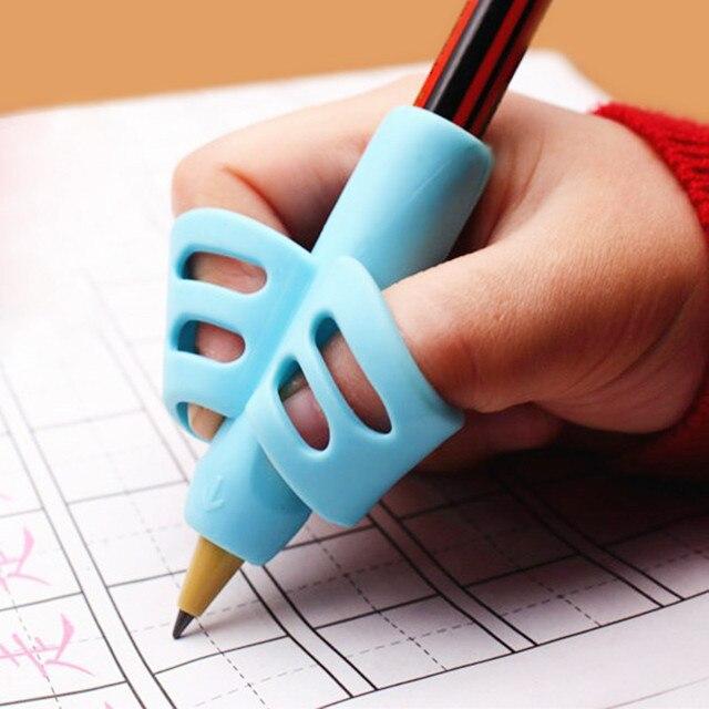 Two-Finger TPR Matita E Della Penna Del Supporto di 3 Pezzi Di Scrittura di Formazione Strumento di Correzione Penna In Possesso di Scuola Elementare Staffa set Regalo 1