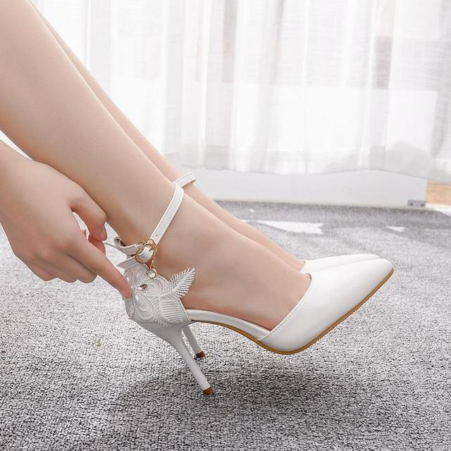 Crystal Queen zapatos de encaje blanco para mujer, calzado de tacón alto para banquete de boda, zapatos nupciales puntiagudos, zapatos sencillos rebeldes