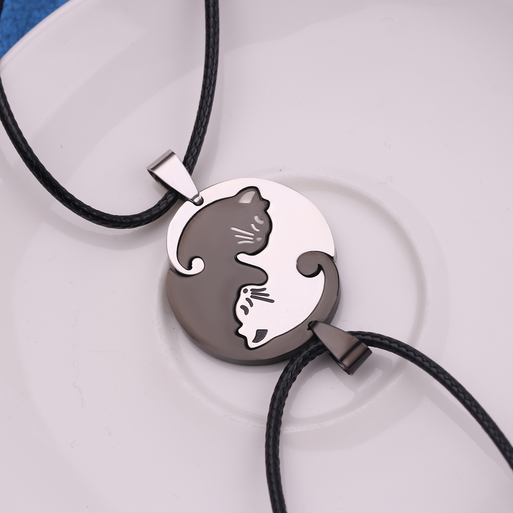 A Pair Black White Stainless Steel Cats Pendant Kitten Necklace Couple Jewe G9B3